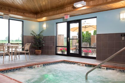 Pool | Hampton Inn & Suites Crawfordsville