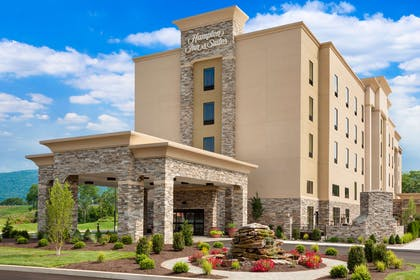 Exterior | Hampton Inn & Suites Williamsport-Faxon Exit, PA