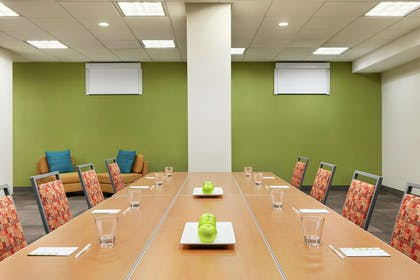 Meeting Room | Home2 Suites by Hilton Long Island City