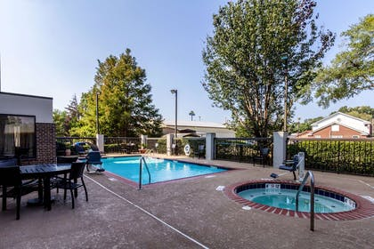 Pool | Hampton Inn Jackson/Pearl-Jackson International Airport