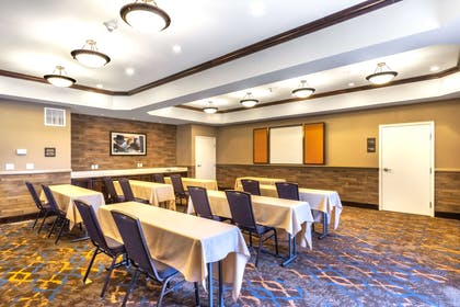 Meeting Room | Hampton Inn Laramie