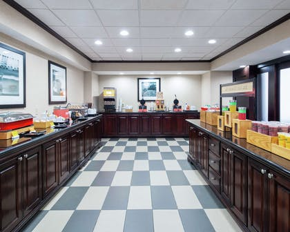 Breakfast Area | Hampton Inn & Suites Lubbock Southwest