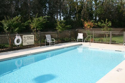 Pool | Hampton Inn & Suites Lebanon