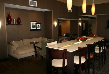 Restaurant | Hampton Inn & Suites Lebanon