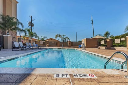 Pool | Hampton Inn & Suites Lake Jackson-Clute