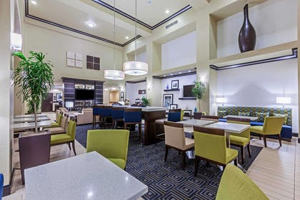 Restaurant | Hampton Inn & Suites Lake Jackson-Clute