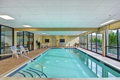 Pool | Hampton Inn Lewisburg