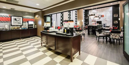 Breakfast Area | Hampton Inn & Suites Orlando-John Young Pkwy/South Park