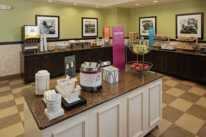Restaurant | Hampton Inn & Suites Exeter, NH