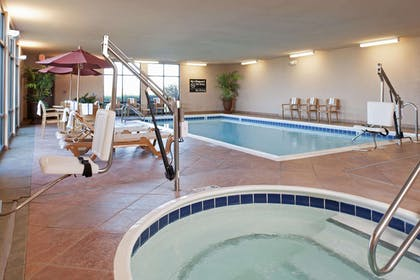 Pool | Hampton Inn & Suites Moline-Quad City International Airport