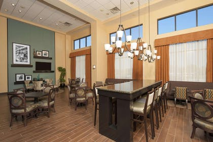 Restaurant | Hampton Inn & Suites Moline-Quad City International Airport