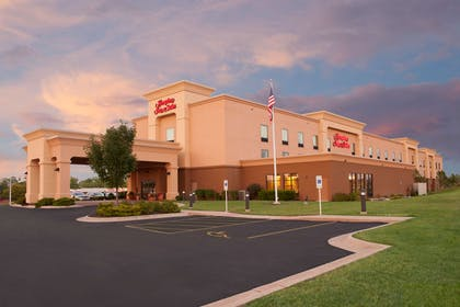 Exterior | Hampton Inn & Suites Moline-Quad City International Airport