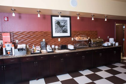 Restaurant | Hampton Inn & Suites Woodstock, VA