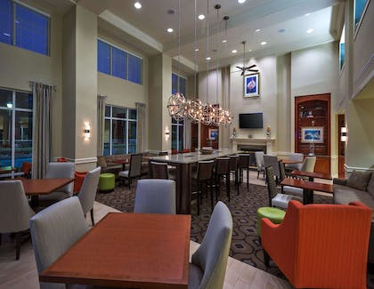 Lobby | Hampton Inn & Suites Mobile I-65@ Airport Blvd