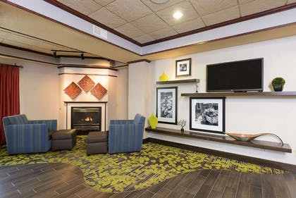 Lobby | Hampton Inn Mt. Pleasant