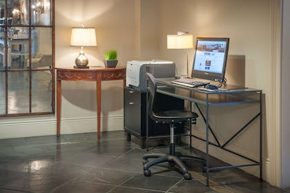 Business Center | Hampton Inn New Orleans-St. Charles Ave./Garden District, LA