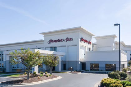 Exterior | Hampton Inn Mount Airy