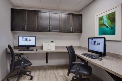 Business Center | Hampton Inn Harbourgate