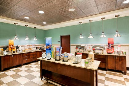 Restaurant | Hampton Inn & Suites Wilmington Christiana