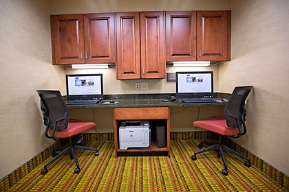 Business Center | Hampton Inn & Suites Jacksonville
