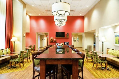 Breakfast Area | Hampton Inn & Suites Jacksonville