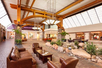 Lobby | Hampton Inn Omaha/West Dodge Road