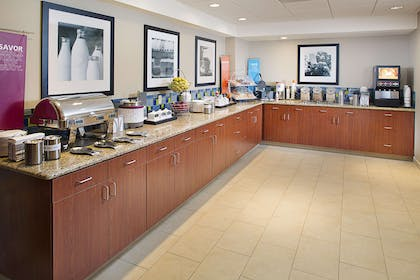 Restaurant | Hampton Inn & Suites Lancaster