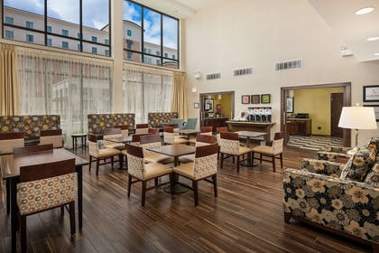Lobby | Hampton Inn & Suites Portland/Hillsboro-Evergreen Park, OR
