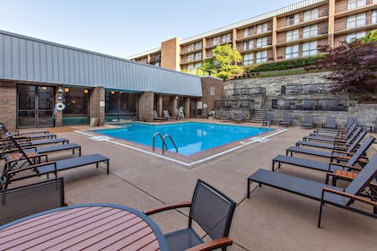 Pool | DoubleTree by Hilton Hotel Pittsburgh - Green Tree