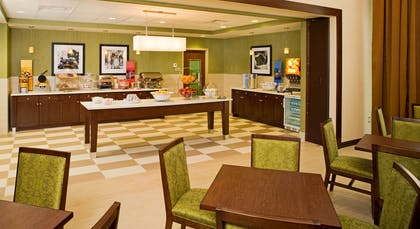 Restaurant | Hampton Inn & Suites Pittsburgh/Waterfront-West Homestead