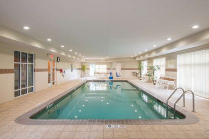 Pool | Hampton Inn Kingston