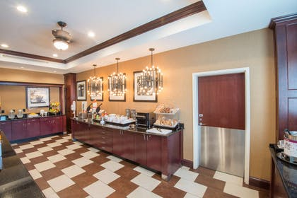 Restaurant | Hampton Inn Kingston