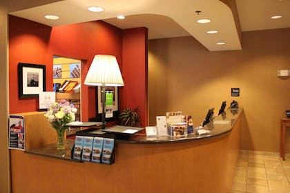 Reception | Hampton Inn & Suites Bremerton