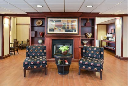 Lobby | Hampton Inn & Suites Richmond
