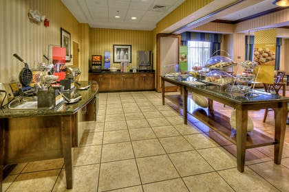 Restaurant | Hampton Inn Roanoke Rapids, NC