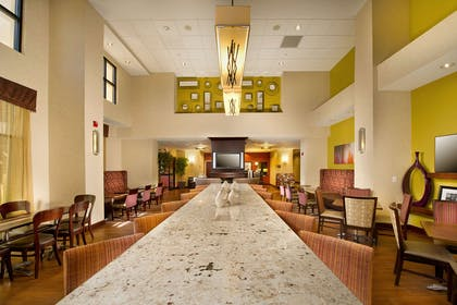 Lobby | Hampton Inn & Suites San Antonio Airport