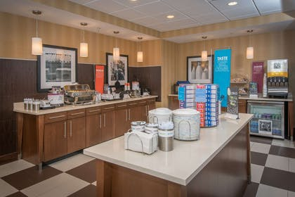 Breakfast Area | Hampton Inn and Suites Selma-San Antonio-Randolph AFB Texas