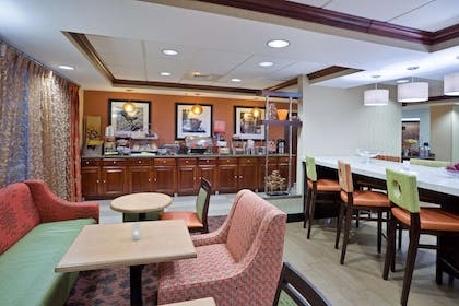 Restaurant | Hampton Inn Sturbridge