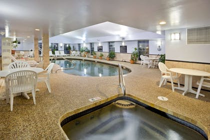 Pool | Hampton Inn Sturbridge