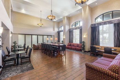 Lobby | Hampton Inn & Suites Lodi