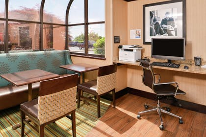 Business Center | Hampton Inn Staunton