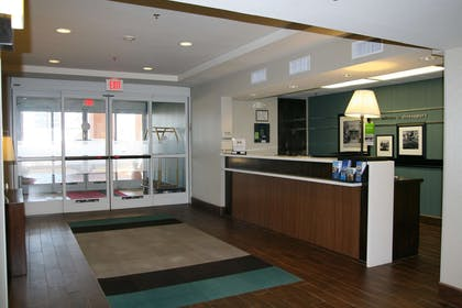 Lobby | Hampton Inn Shreveport Airport