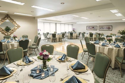 Meeting Room   DoubleTree by Hilton Hotel Campbell - Pruneyard Plaza