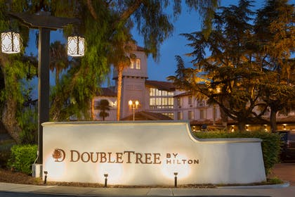 Exterior | DoubleTree by Hilton Hotel Campbell - Pruneyard Plaza