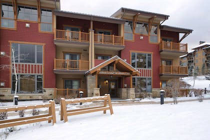 Exterior   Sunrise Lodge by Hilton Grand Vacations