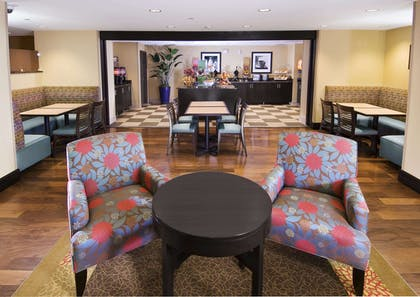 Breakfast Area | Hampton Inn & Suites Sarasota/Lakewood Ranch