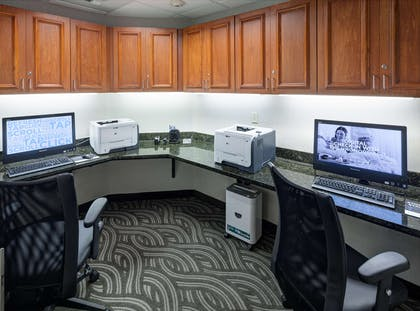 Business Center | Hampton Inn And Suites Tulare