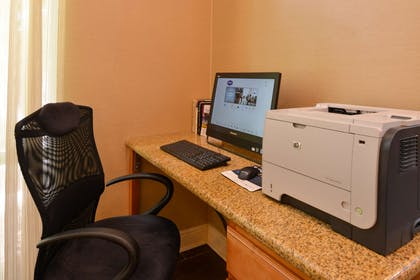 Business Center | Hampton Inn and Suites Tampa East (Casino Area), FL