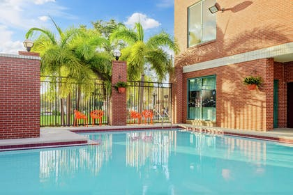 Pool | Hampton Inn & Suites Tampa/Ybor City/Downtown