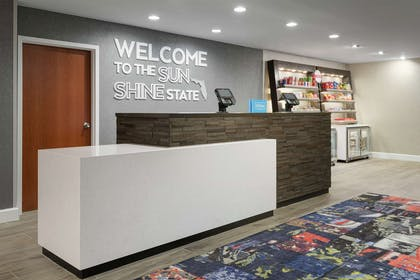 Lobby | Hampton Inn & Suites Tampa/Ybor City/Downtown